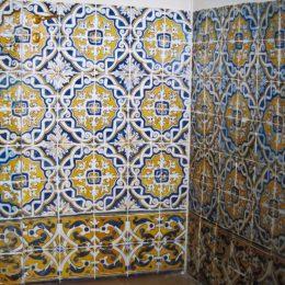 Trompe l'oeil sur portes d'une salle de bain - Travail demandé par la maison Bernard-Daugert