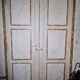 Décor Faux marbres sur portes . Travail de J. Chanteloze et Y. Léger